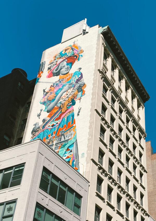 Un mural sobre la época dorada de Nueva York
